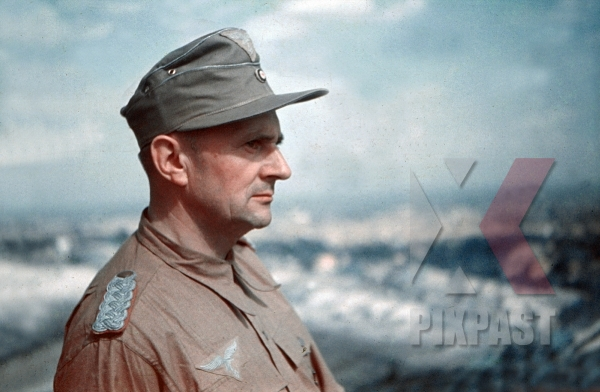 stock-photo-luftwaffe-fak-officer-major-in-tropical-uniform-and-hat-italy-1942-unit-originally-from-bad-saarow-pieskow-germany-12247.jpg