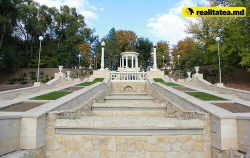 В Кишиневе завершают реставрацию Каскадной лестницы