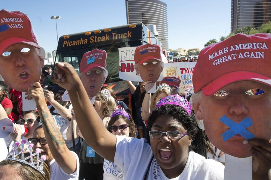 Демонстрация против Трампа в Лас-Вегасе, 19.10.16.png