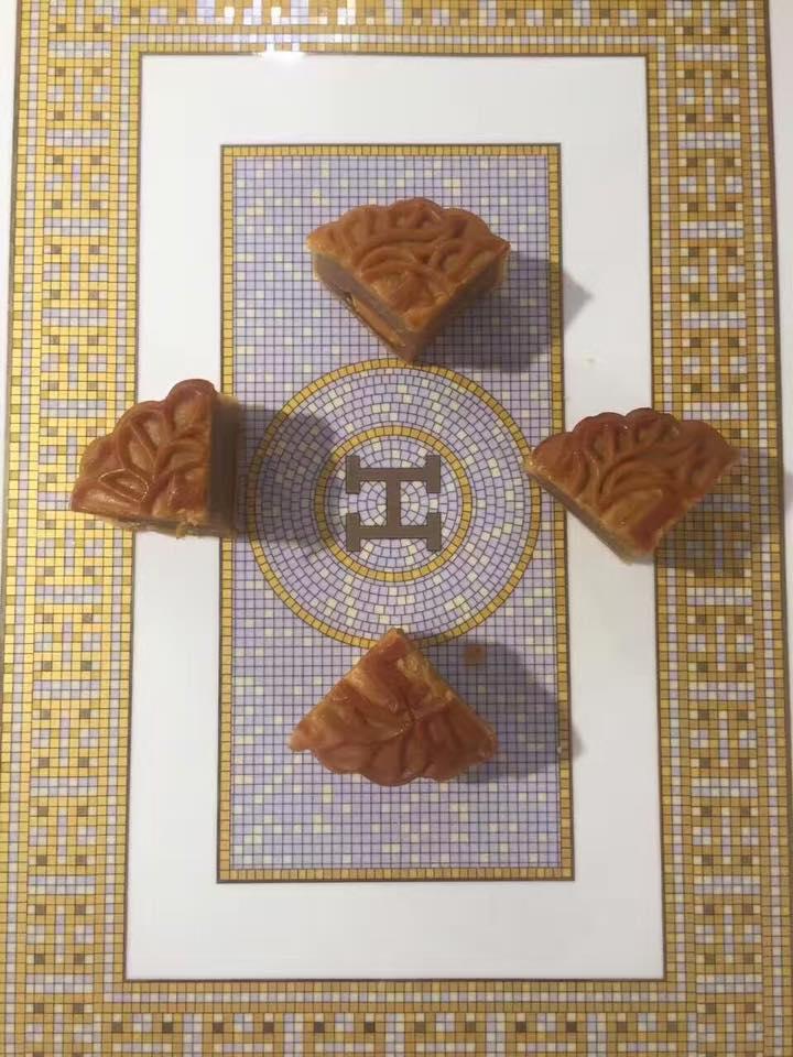 Пирожные Hermes.