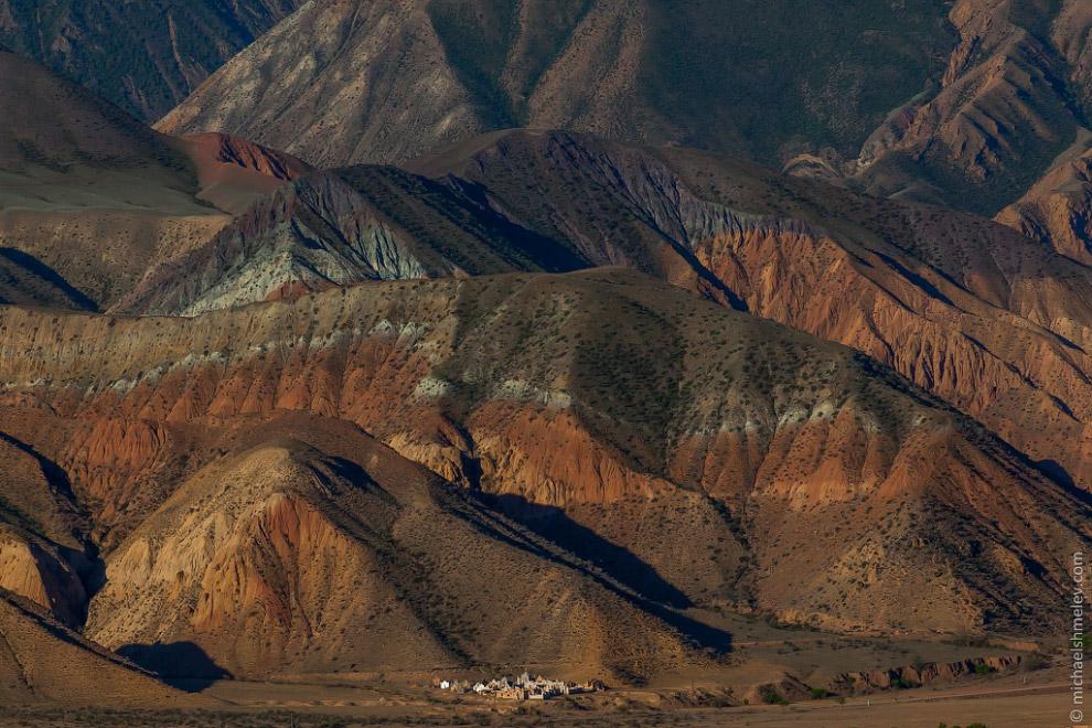 Река Кокомерен в ущелье Кызыл Коргон.  Также смотрите « Григорьевское ущелье Иссык-Куля » и