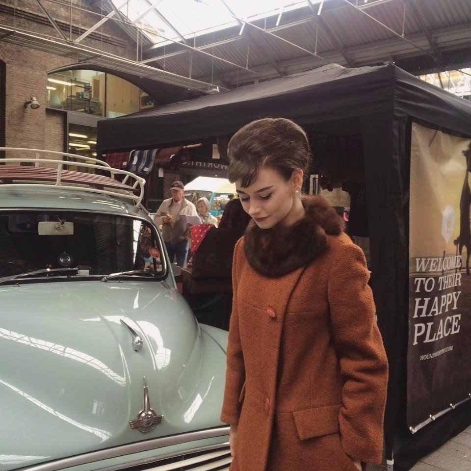Оказалось, что у Одри Хепберн есть двойник. Зовут ее Charlotte Tighe, она живет в Англии