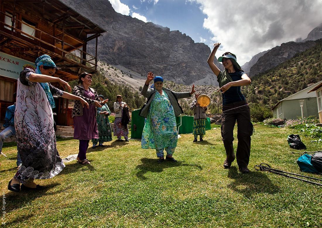 4. С приходом туристов в эти места у местных жителей появилась новая традиция — встречать и провожат