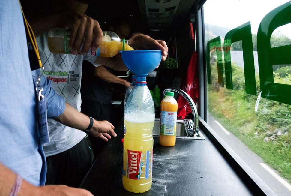 Этот живительный напиток — по сути три части воды и одна часть ананасового сока.