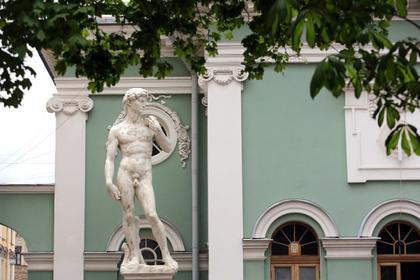 Скульптуре Давида кепкой прикрыли пенис