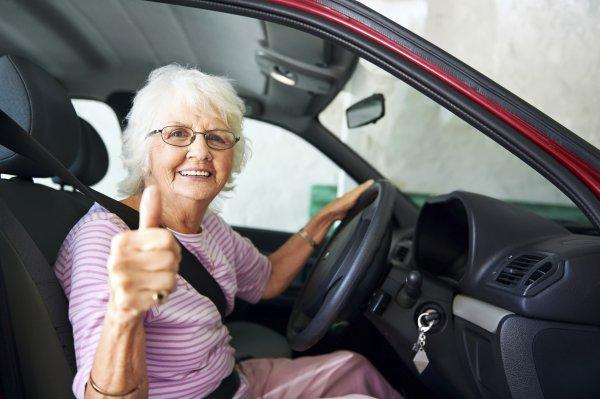 Ученые: престарелые водители неопаснее молодых