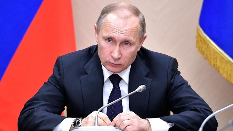 Жители России зазывают В.Путина вглобальной паутине