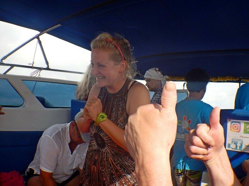 Внутри морского катера -  наш гид Катя (которая кэт, нот дог) - Снорклинг-тур на острова Симилан