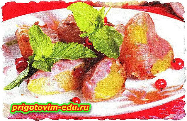 Консервированные персики в ягодном кляре