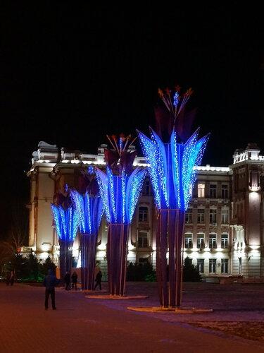 Новогодние украшения на Театральной площади