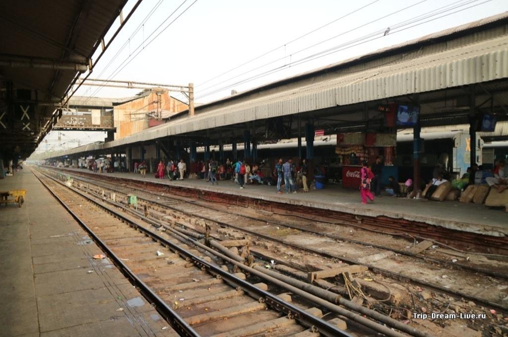 Вокзал Дели - не самое приятное место
