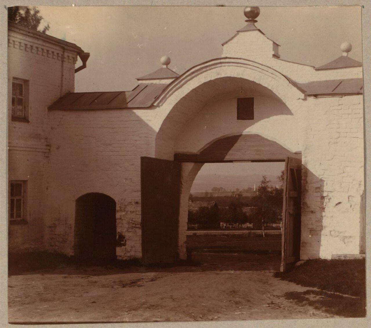 Выход из монастыря Федора Стратилата