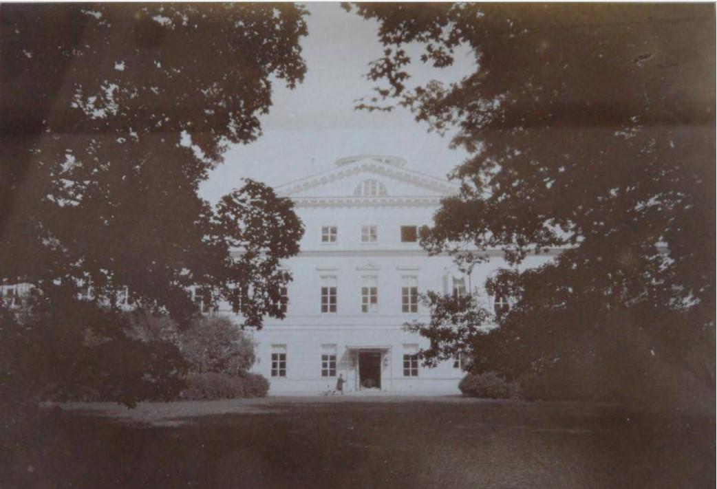 Дворец со стороны внутреннего двора