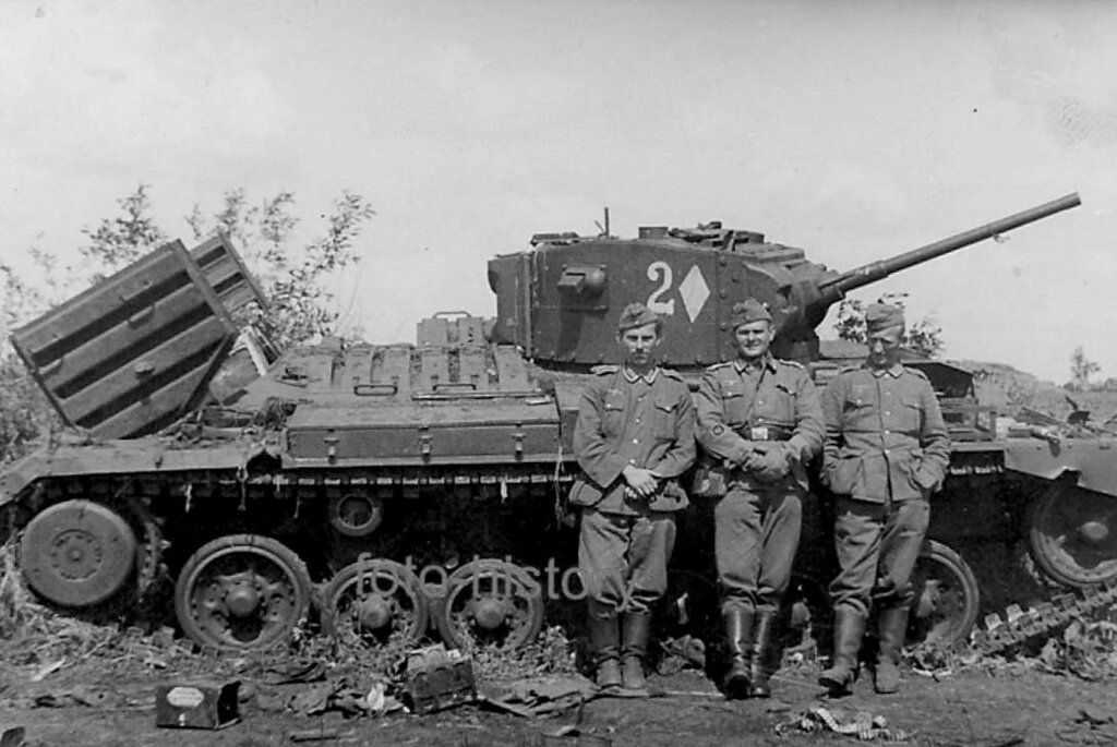 Подбитый пехотный танк Mk.III Valentine.