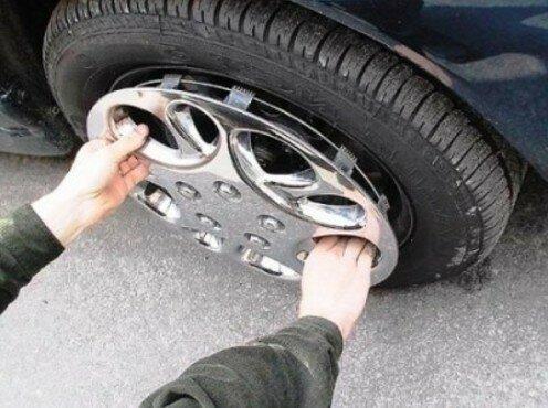 В Кишиневе задержали вора автомобильных покрышек