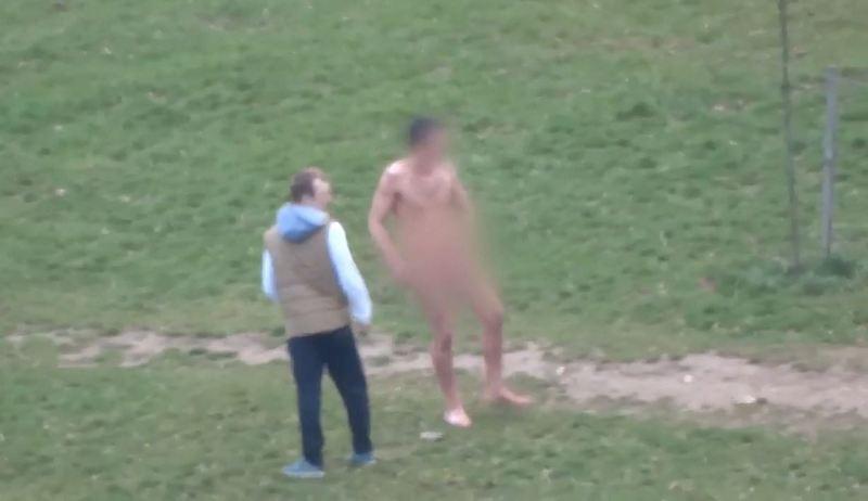 Весеннее обострение: голый мужчина купался в минской речке