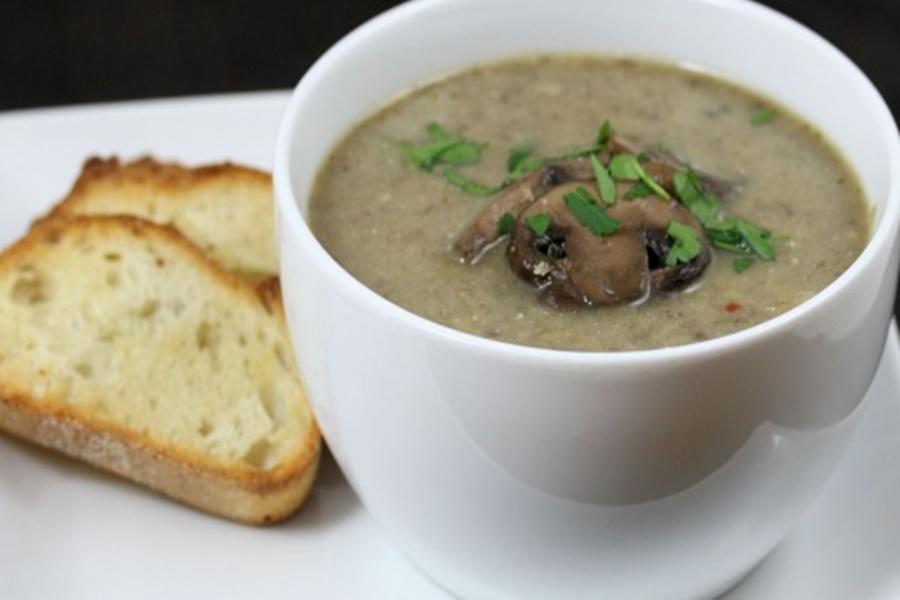 Суп из кабачков со свежими грибами