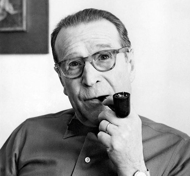 13. Жорж Сименон (1903–1989) считается самым плодовитым писателем 20-го века. На его счету 425 книг: