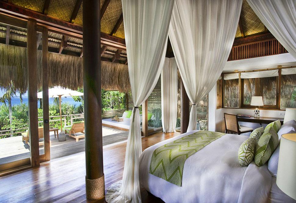 Оформление номеров включает в себя лакированные полы из твердых пород дерева, крыши из натурального