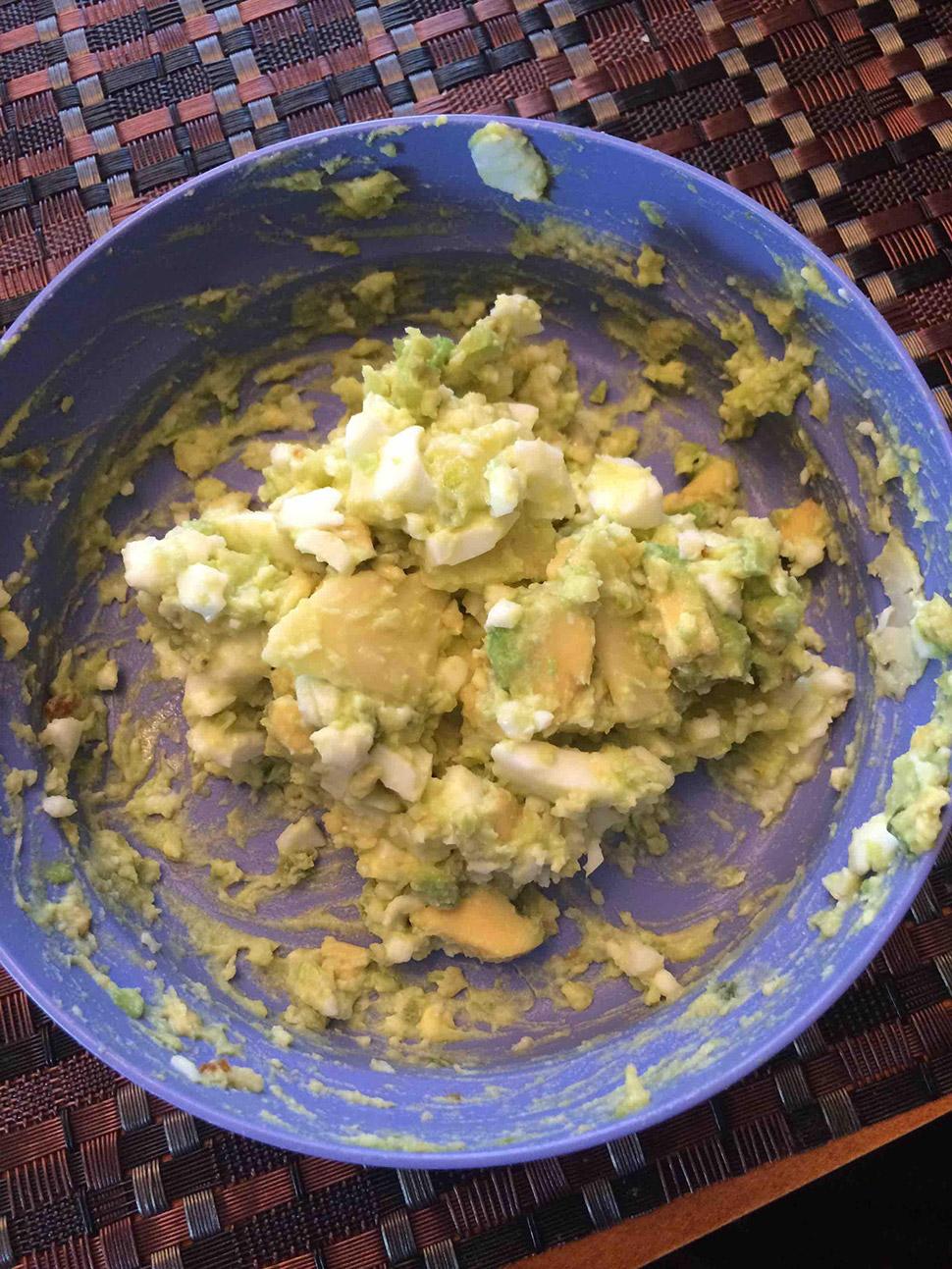Помесь гуакамоле и яичного салата.