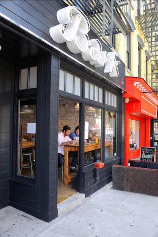 16. Закусочная «Bark», открывшаяся на Парк Слоуп, Бруклин, в 2009 году. Для колбасок используется мя