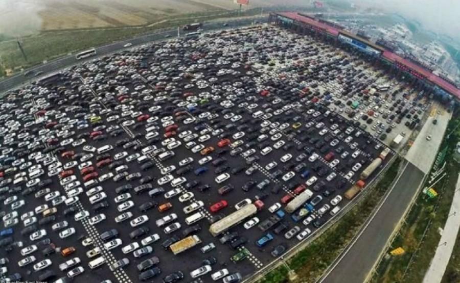 8. Гигантская автомобильная пробка в Китае.