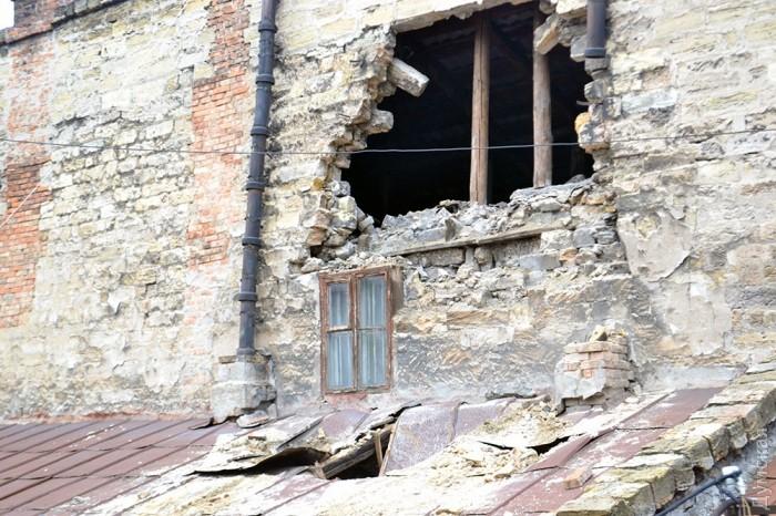 ВОдессе после ливня рухнула стена жилого дома