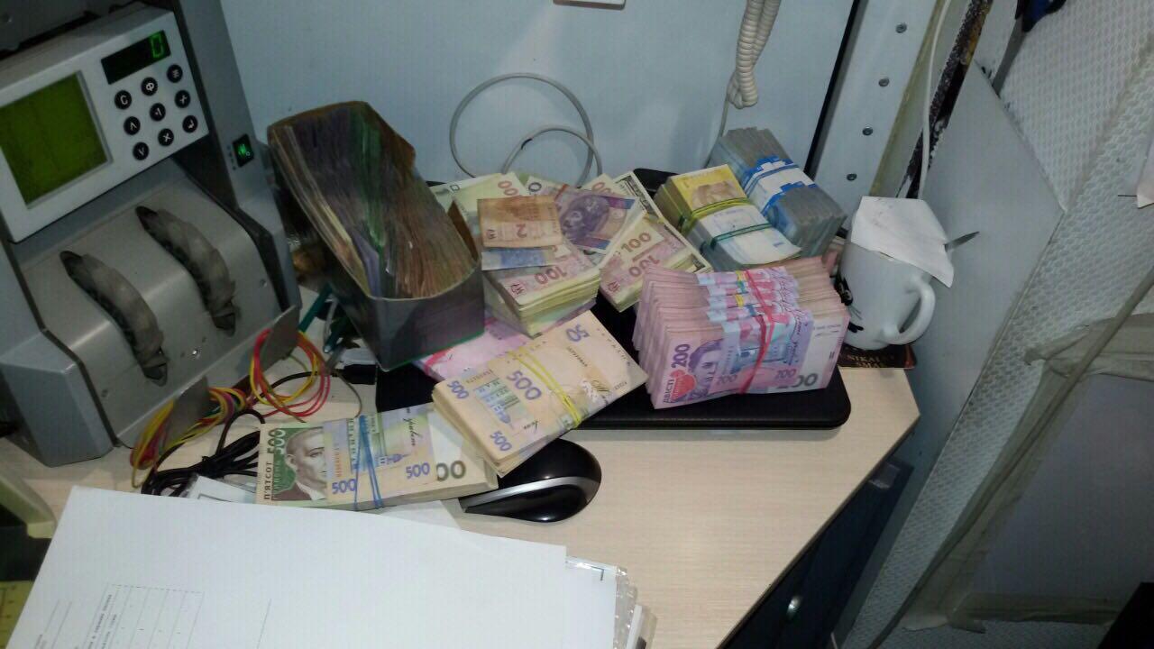 Правоохранители ликвидировали межрегиональный конвертцентр соборотом свыше 430 млн гривен