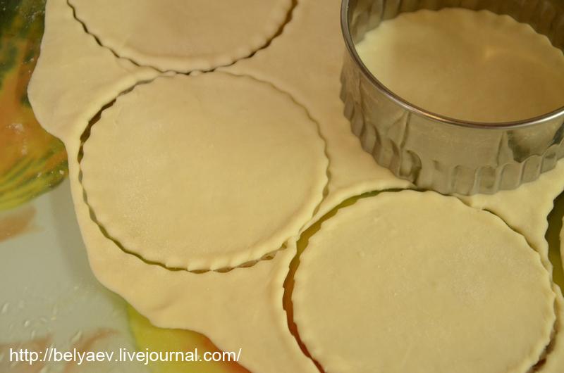 раскатанное тесто для пельменей