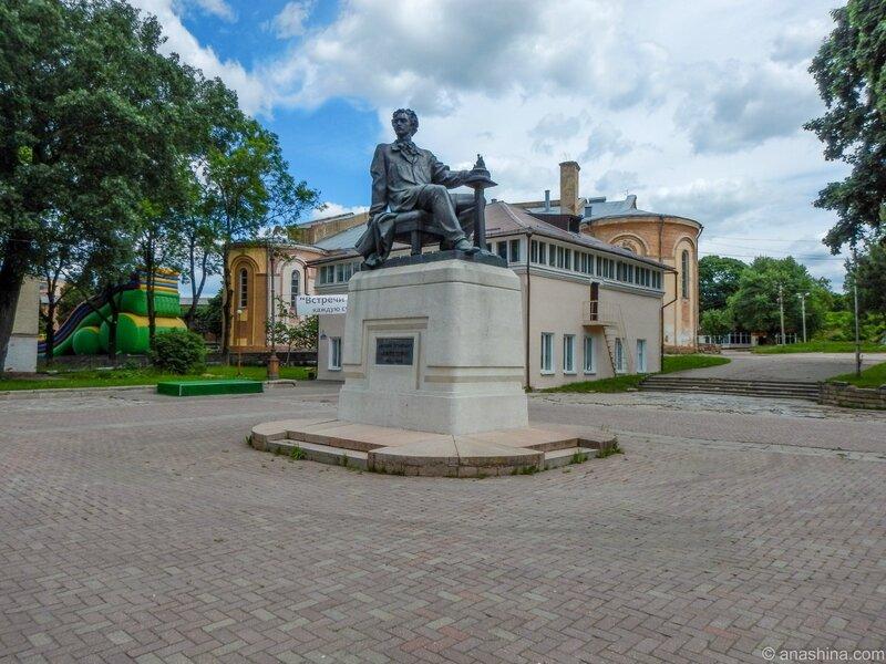 Памятник М. О. Микешину, Смоленск