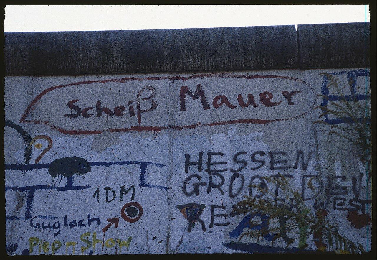 Фрагмент расписанной стены между Подсдамской площадью  и Фридрихштрассе