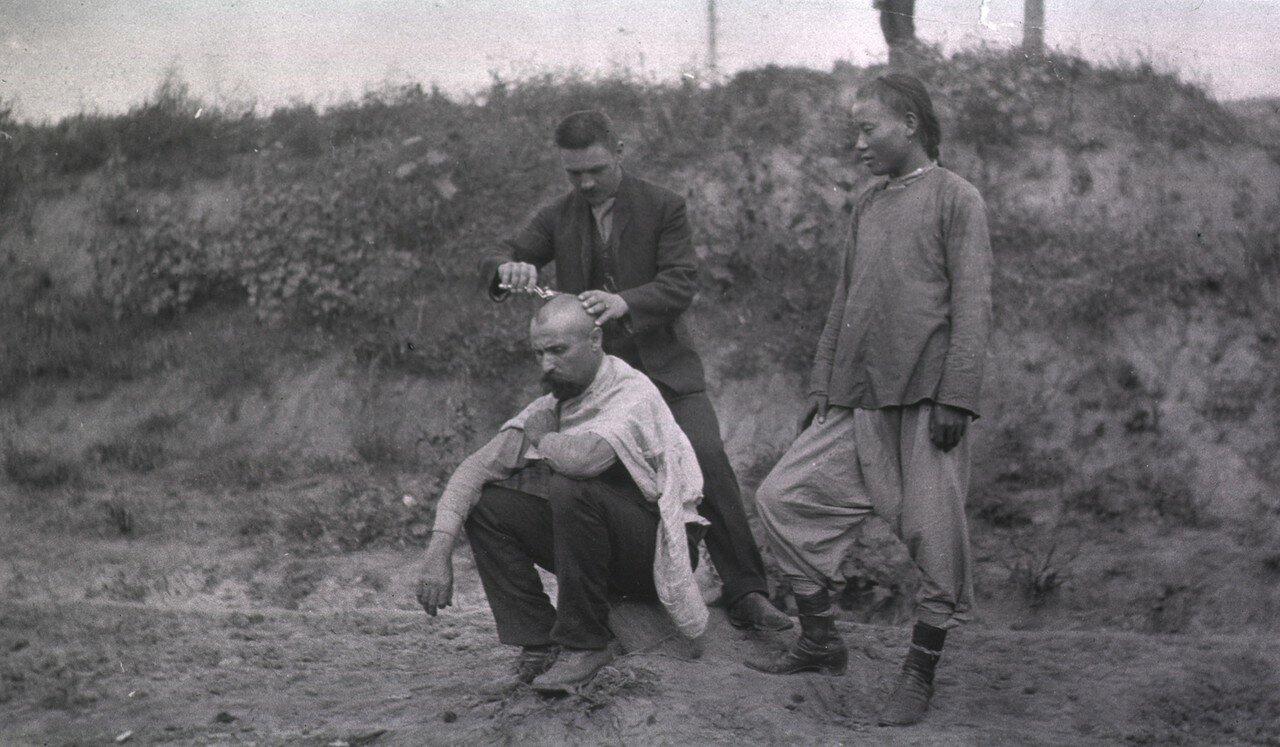 Парикмахерская на фронте, Гангалин