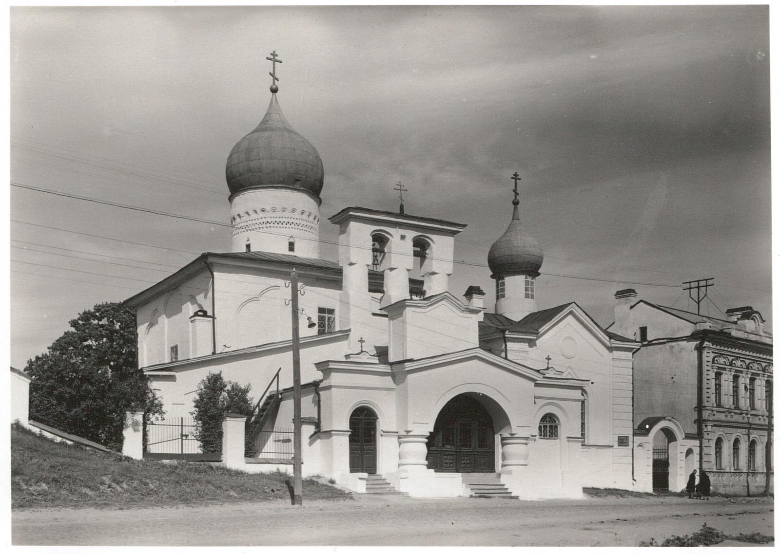 Псков. Церковь Варлаама Хутынского