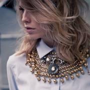 Ожерелье на девушке