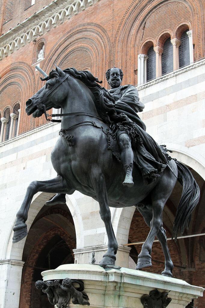 001894_statue_equestri_ranuccio_I_farnese.JPG