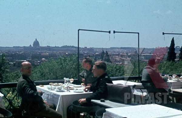 stock-photo-restaurant-on-the-monte-pincio-in-rome-italy-8817.jpg