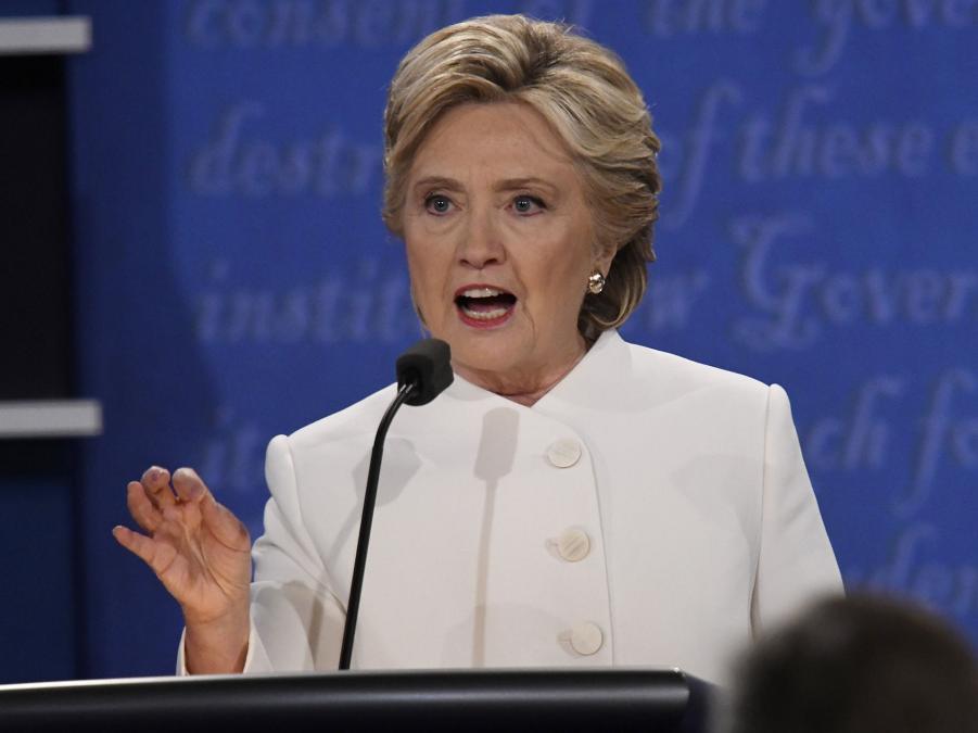 Клинтон на последних дебатах 19.10.16.png