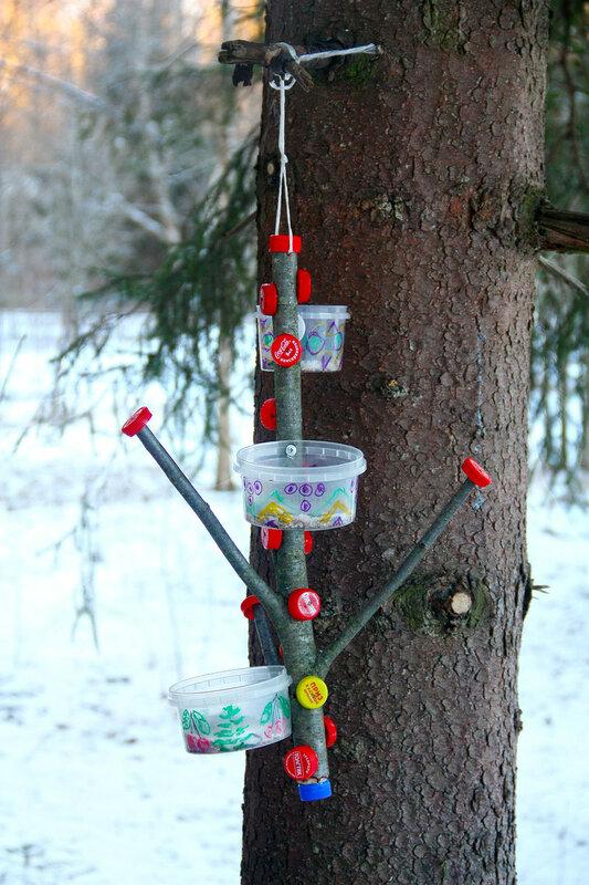 кормушка для птиц из пластиковых банок своими руками