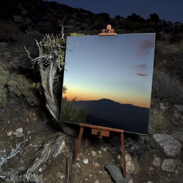 Это не картина, а отражение в зеркале.
