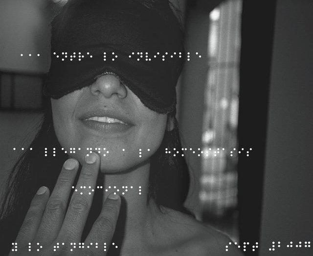 На ощупь: необычное ню от слепого фотографа