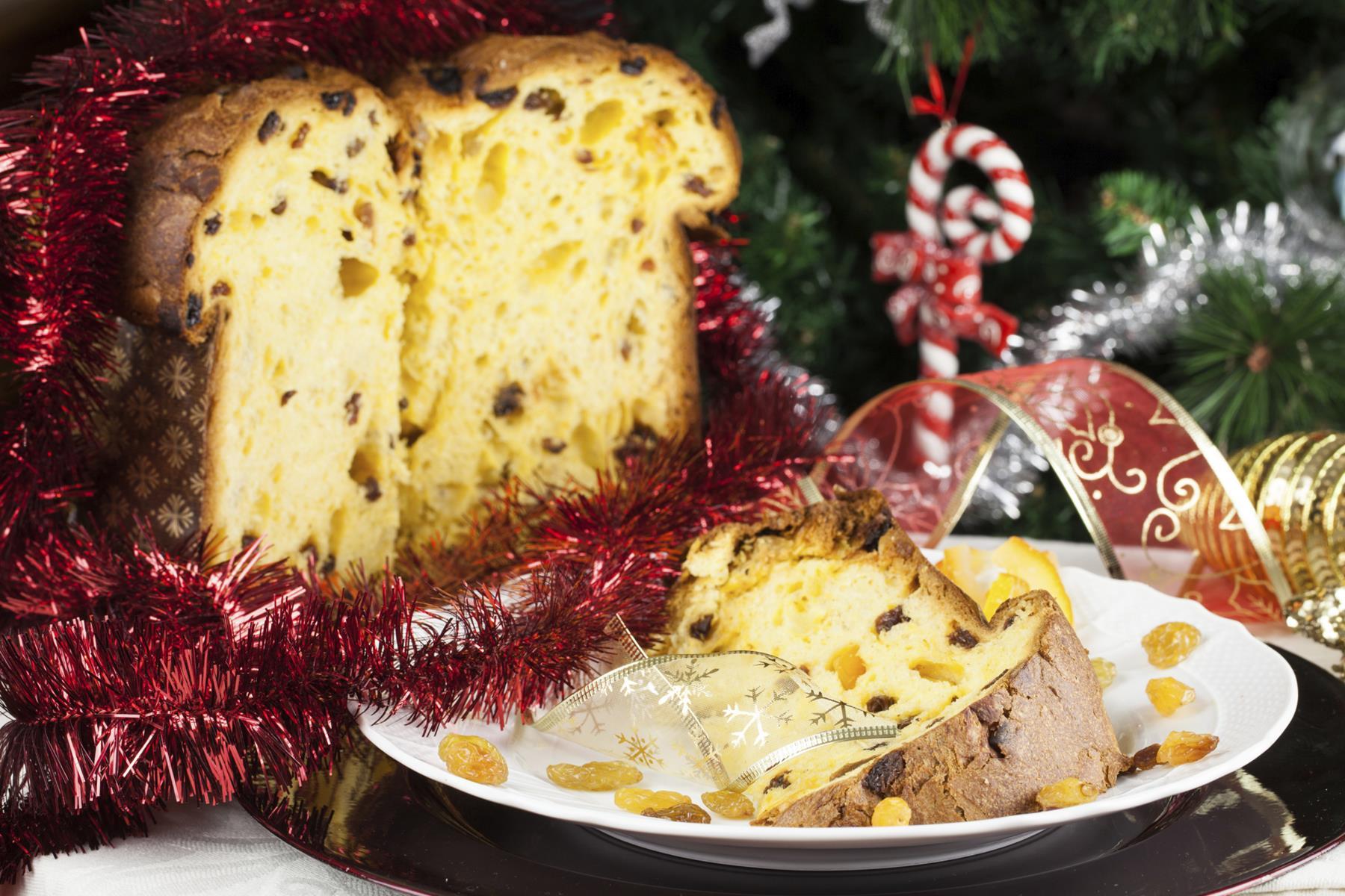 Панеттоне. Это итальянский рождественский хлеб.