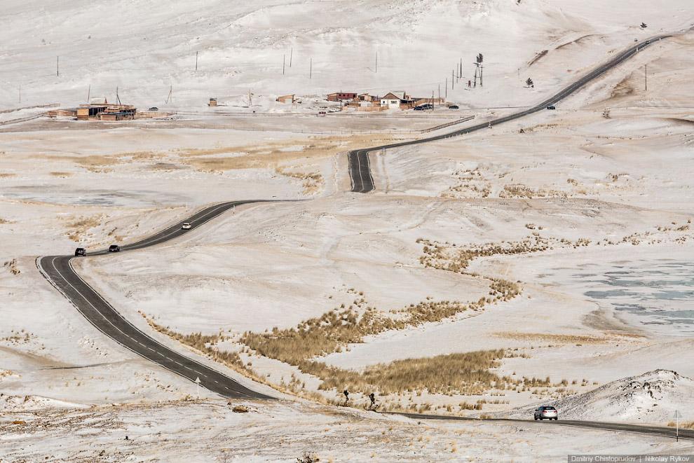 После ледовой переправы мы попали на Марс. Исчез снег, а дорога петляла по голой скалистой степ