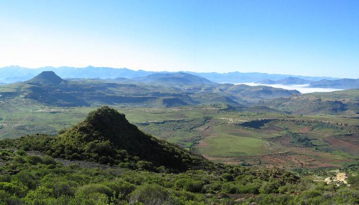 Раннее население Лесото состояло из собирателей и охотников, говоривших на койсанских языках. Пришед