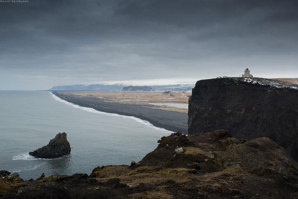 С маяка на мысу открывается красивая панорама: