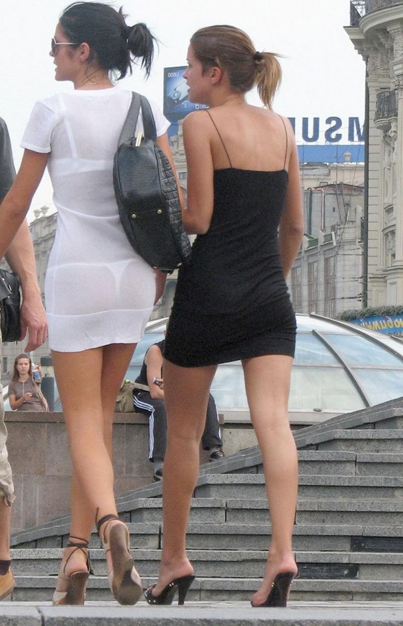 Девушки в прозрачных нарядах