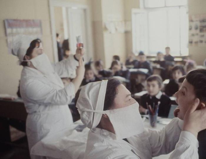 Медосмотр детей начальных классов. Москва, 1970-е годы.
