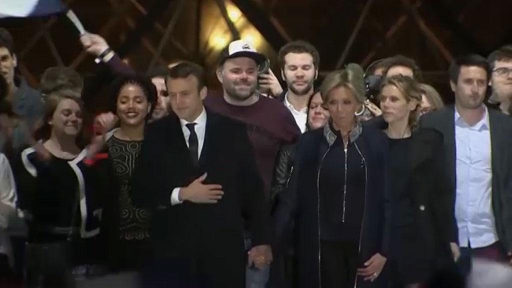 «Мужик вкепке» стал звездой французских социальных сетей после победы Макрона 26