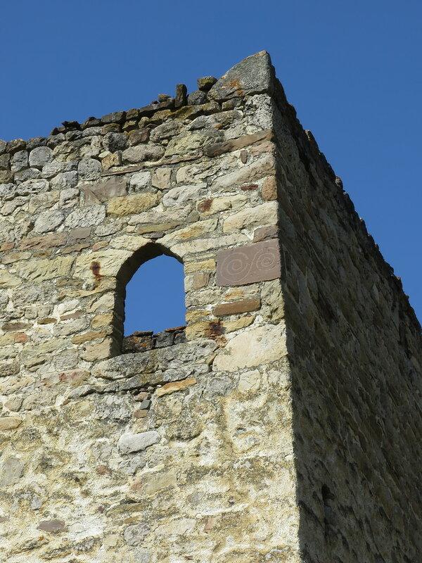 Петроглиф на жилой башне, Эгикал (1)