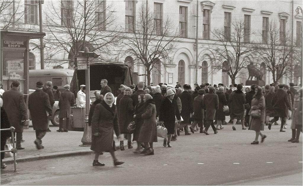 У Малого Театра, 1964 год..jpg