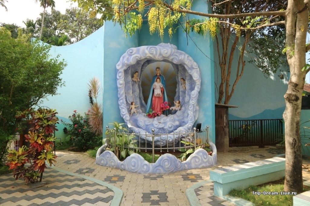 Дева Мария, выходящая из пены морской